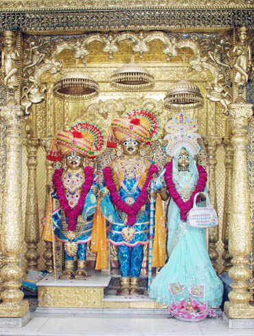 Have Vadtal Darshan Online of Shree Swamynarayan